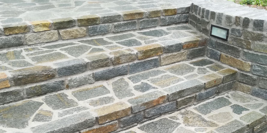 Scalinata in pietra a mosaico